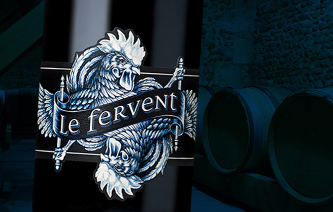 a close up on Tenet's Le Fervent label, with its dual roosters in blue.